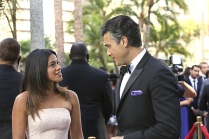 "Rogelio de la Vega, Jane The Virgin: ""El reconocimiento no es nada. Solo importa el premio"" -- ""Chapter Nine"" -- Image JAV109B_174 -- Pictured (L-R): Gina Rodriguez as Jane and Jaime Camil as Rogelio -- Photo: Danny Feld/The CW -- © 2014 The CW Network, LLC. All rights reserved."
