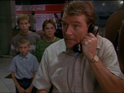 """Hal, Malcolm en el medio: """"Muchachos, déjenme decirles algo, la única manera en la que he logrado sobrellevar mi vida de mierda con una pizca de autoestima ha sido viviendo en negación, si me hubiera dejado golpear por el fracaso, hubiera renunciado al tener mi primer hijo!"""