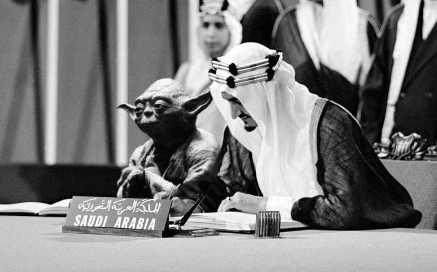 Libro de historia incluye una foto de Yoda junto al reysaudí